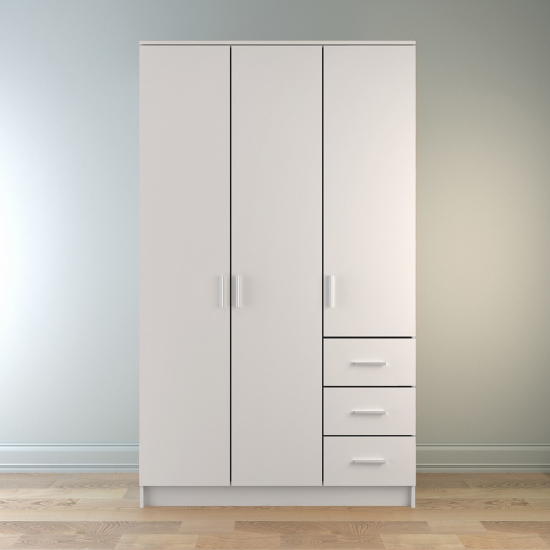 Трехдверные шкафы